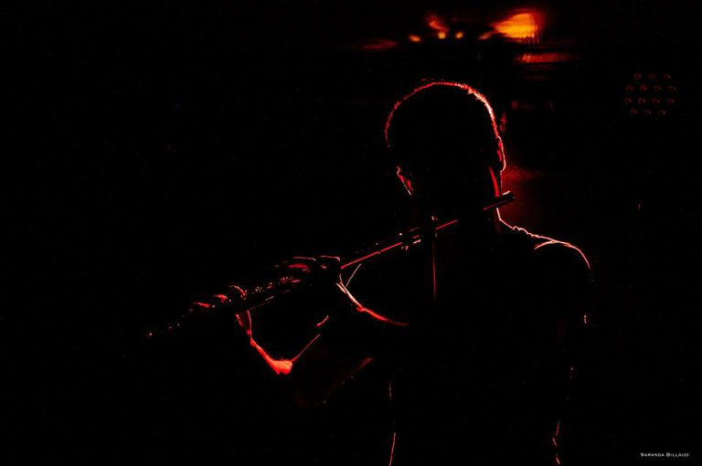 Spectacle de feu sur musique live - Manu feat Titouan - Manu spectacles de feu