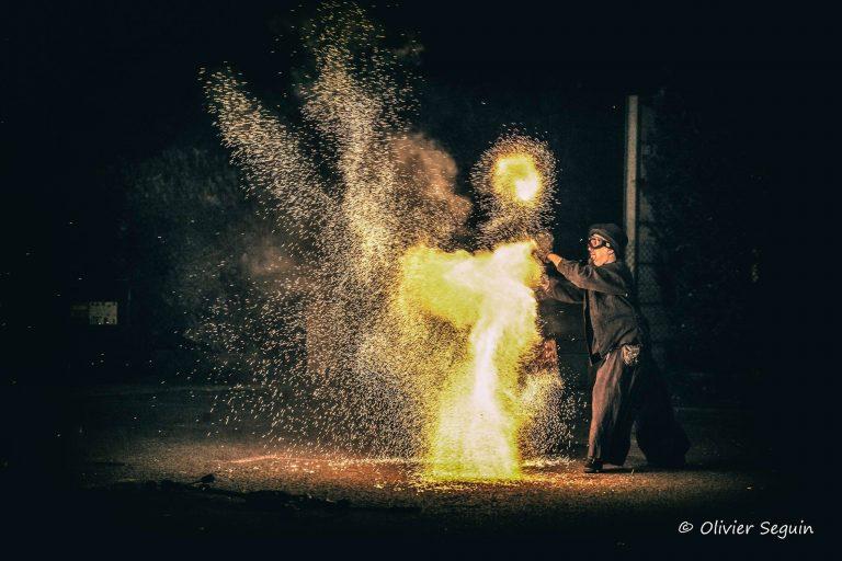 Sparks by Olivier seguin - Manu jongleur de feu et de cristal -