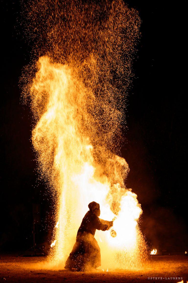 Final du spectacle de jonglerie enflammée par Steve Laurens - Manu le jongleur - Spectacles de feu