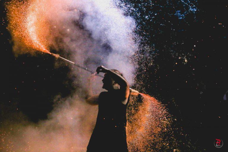 Staff pyro par Manu le Jongleur - Photo de Loic Bocat