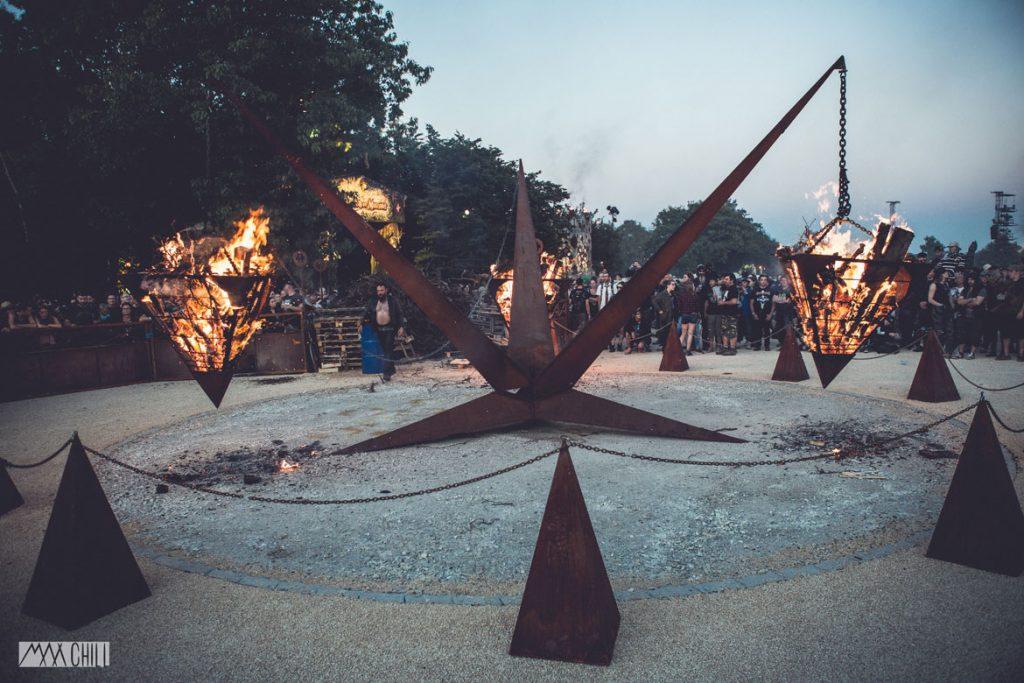 Fire space HELLFEST - MADNEOM - Manu le jongleur - Spectacle de feu