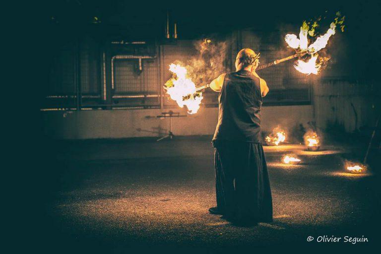 Manupilations par Olivier Seguin - Manu le jongleur - Spectacles de feu et de pyrotechnie légére