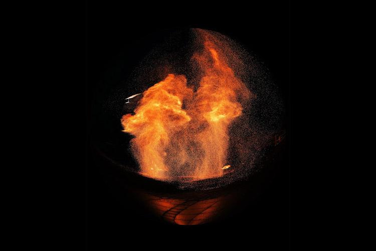 Spectacle pyrotechnique par Rachelle photos - Manu le jongleur - Spectacle de jonglage et de feu