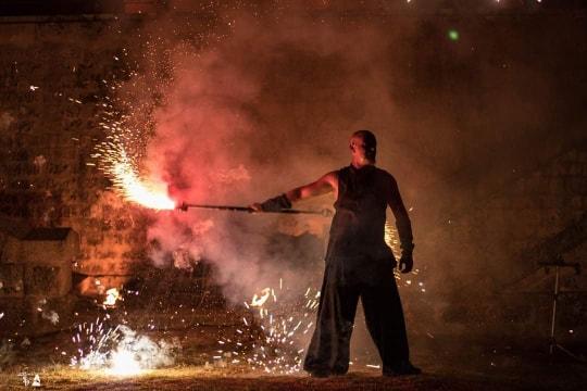 Extrait du spectacle de feu «Freki» inspiré par le fort du médoc