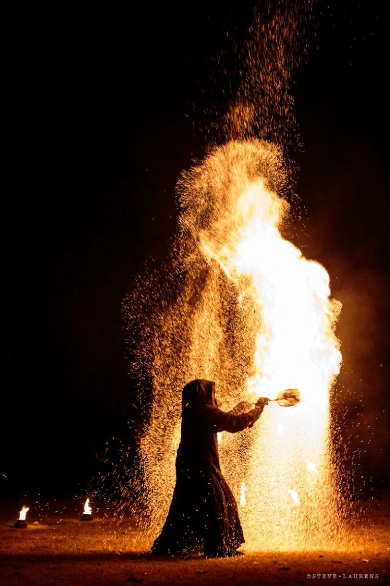 Charcoal Fx par Steve Laurens - Manu le jongleur - spectacle de jonglage de feu