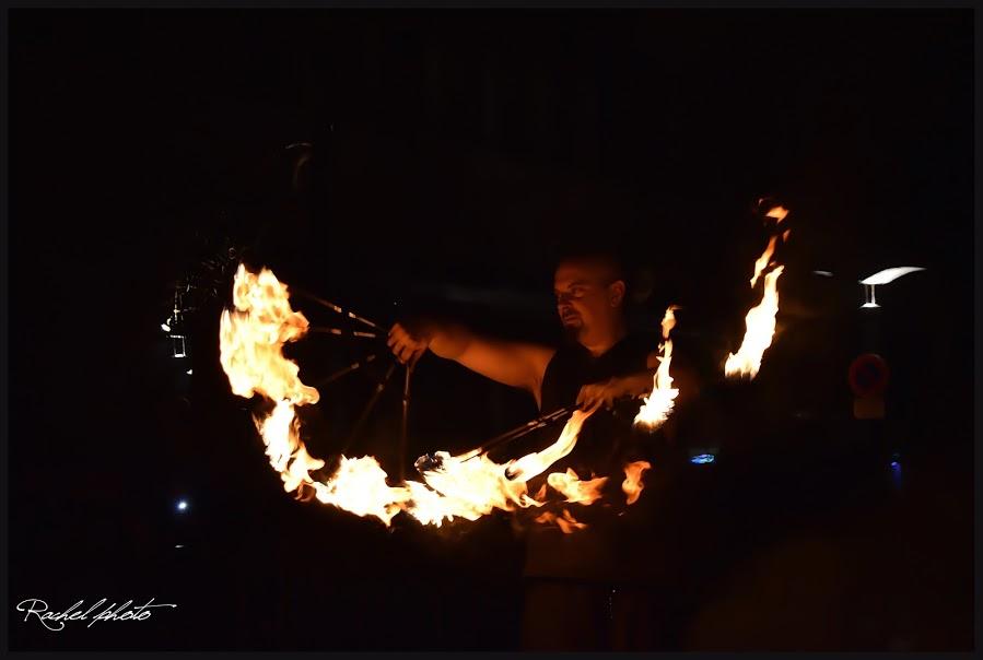 Eventails de feu par Rachelle Photos - Manu le jongleur - Performeur feu