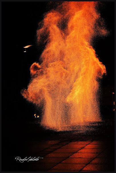 Charcoal Spark Fx par Rachelle Jolivet - Manu le jongleur - Spectacles de feu légèrement pyrotechnique
