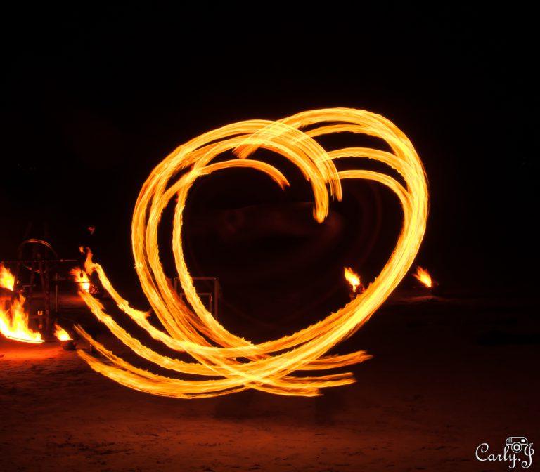 Light painting par Carly Gonzales - Photo de Jonglage de feu - Manu jongleur de feu et de cristal