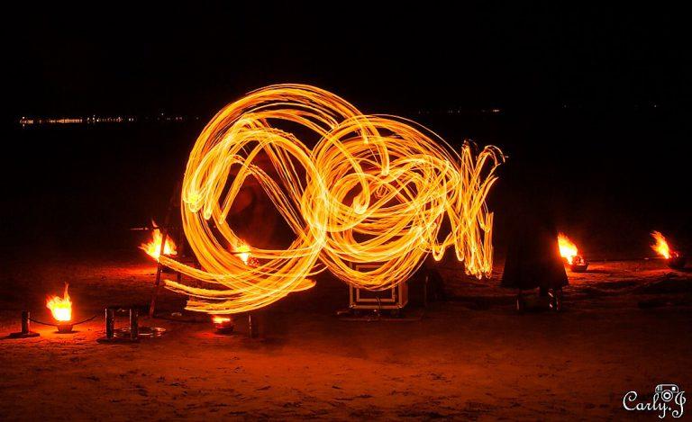 Spectacle de feu Andernos par Carly Gonzales - Manu le jongleur -