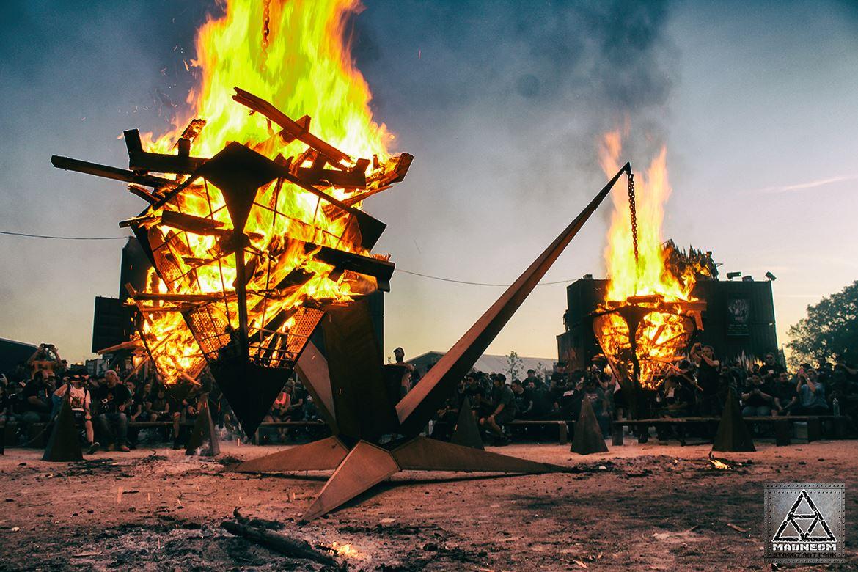 -HELLFEST- La pyramide de feu –